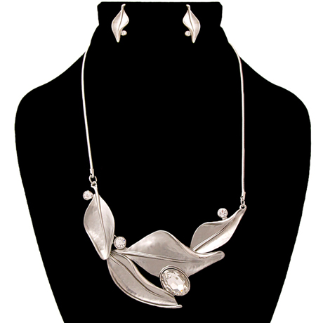 Upscale Jewelry AJN3826CLERD ( Silver Leaf Necklace And Earring Set )