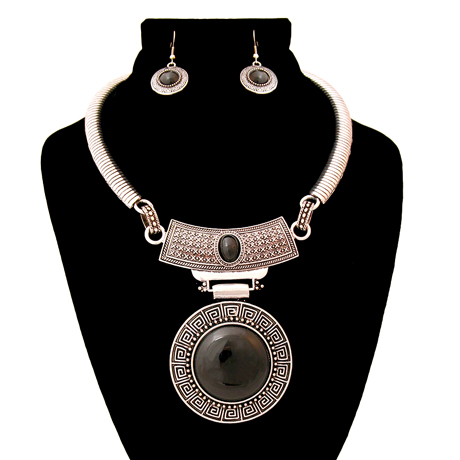 Upscale Jewelry AJN3402BLKBS ( Engraved Burnished Choker And Earring Set With Stone Pendant )