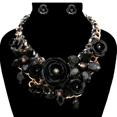 Upscale Jewelry PEN1234BLKGD ( Rose Chunky Collar Necklace And Earring Set )