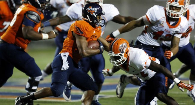 UTSA Roadrunners running back David Glasco II (11) runs the ball against the UTEP Miners during the second half at Sun Bowl Stadium. The Roadrunners defeated the Miners 32-13.
