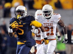 West Virginia's Mario Alford scoots 72 yards with a fourth-quarter touchdown catch.