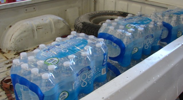 Many residents in Kanawha and Boone counties are still filling up their vehicles with bottled water offered at distribution spots.