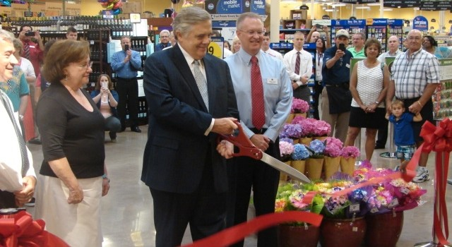 Charleston Mayor Danny Jones cut the ribbon Wednesday on a newly renovated Kroger at Ashton Place.