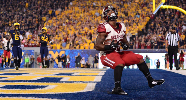 Oklahoma Sooners running back Samaje Perine (32) celebrates after scoring a touchdown during the third quarter against theWest Virginia Mountaineers at Milan Puskar Stadium.