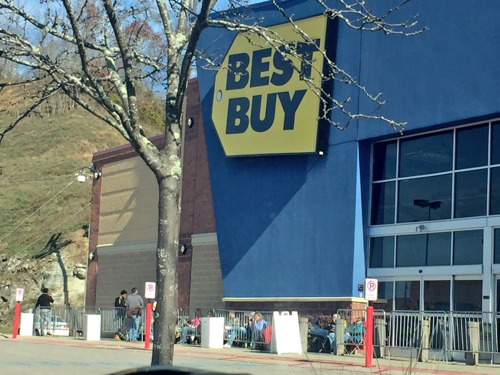 Shoppers Camp Out Early To Save Big On Black Friday Deals Wv Metronews