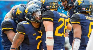 West Virginia's Rushel Shell celebrates with Elijah Wellman after a first-quarter drive.