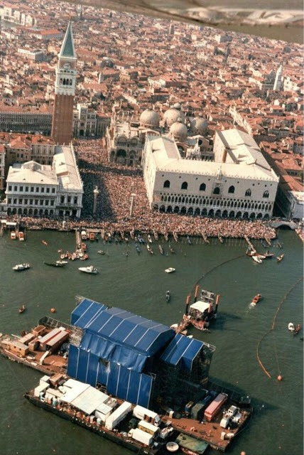 That Time When Pink Floyd Played Venice On A Massive Raft