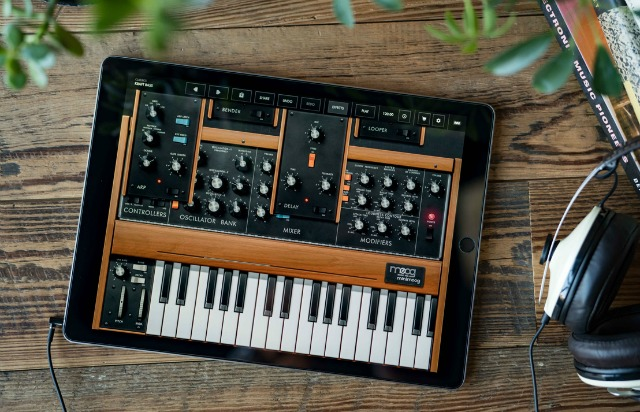 Free iOS Minimoog For All
