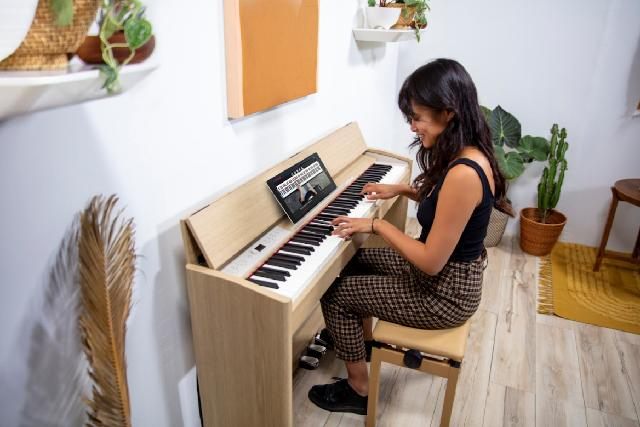 Roland Offers Free Piano Lessons