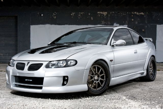 siver modified 2005 pontiac gto