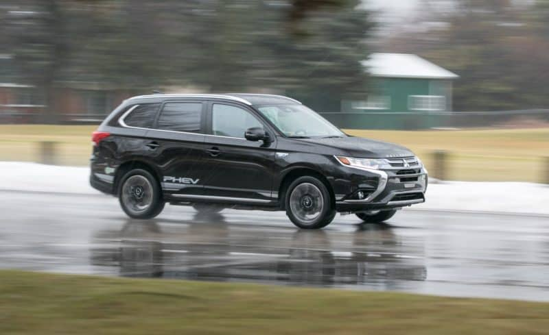 Mitsubishi Outlander PHEV front 3/4 view
