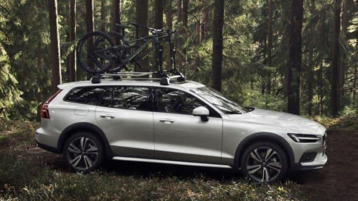 2020 Volvo V60 Cross Country profile view
