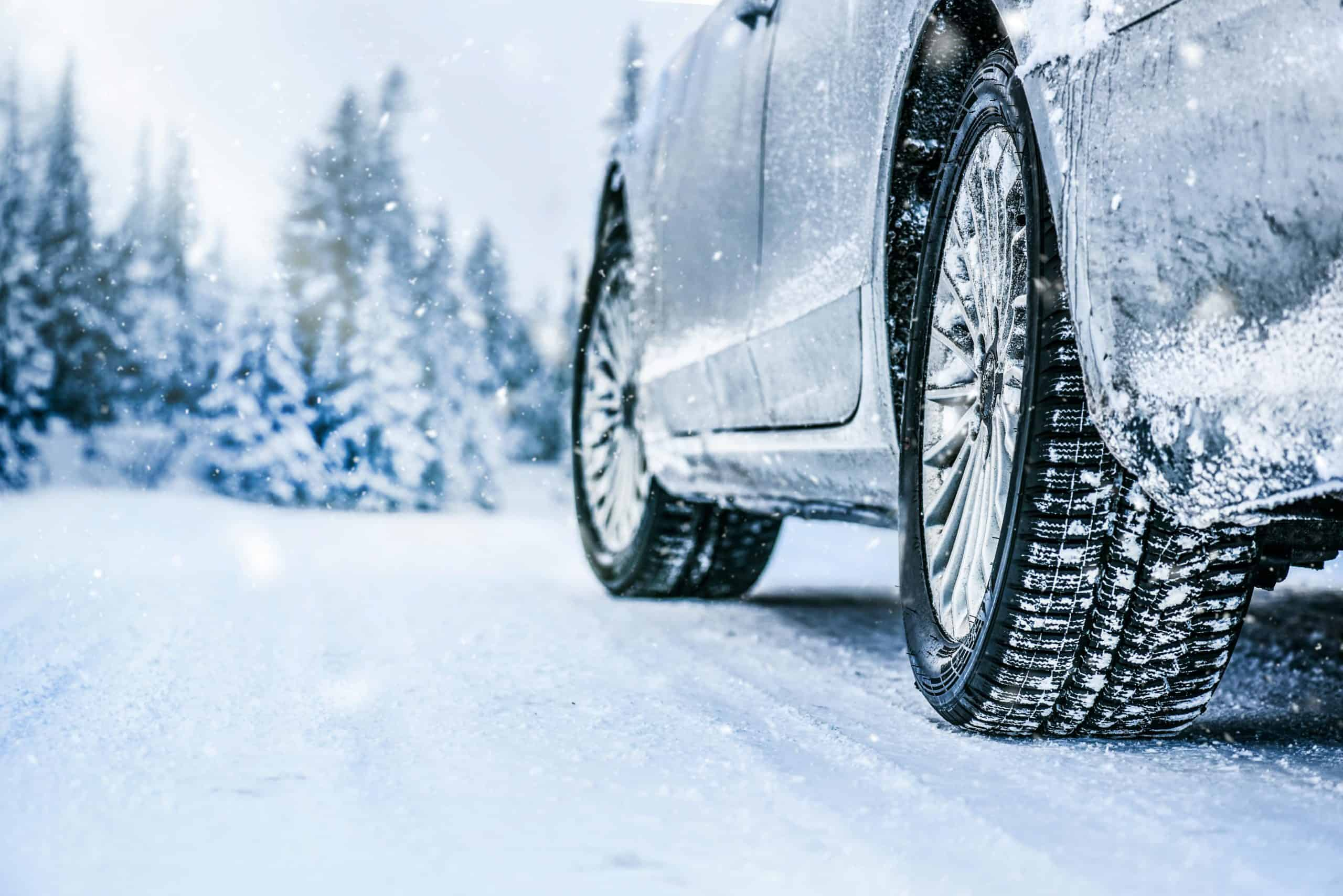 10 Best Snow Tires for Winter Driving [Buying Guide]