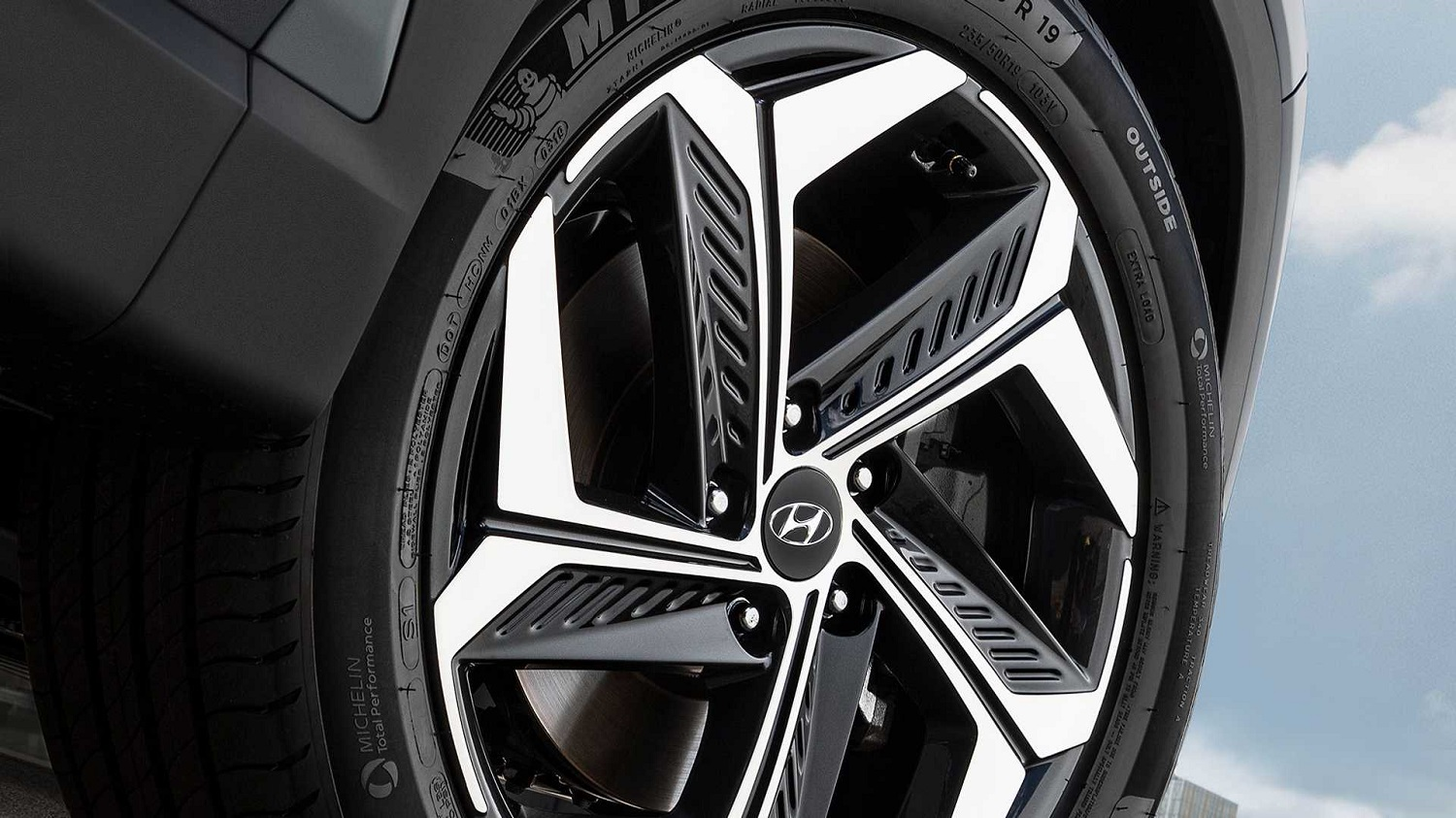 2022 Hyundai Tuscon wheel and tire