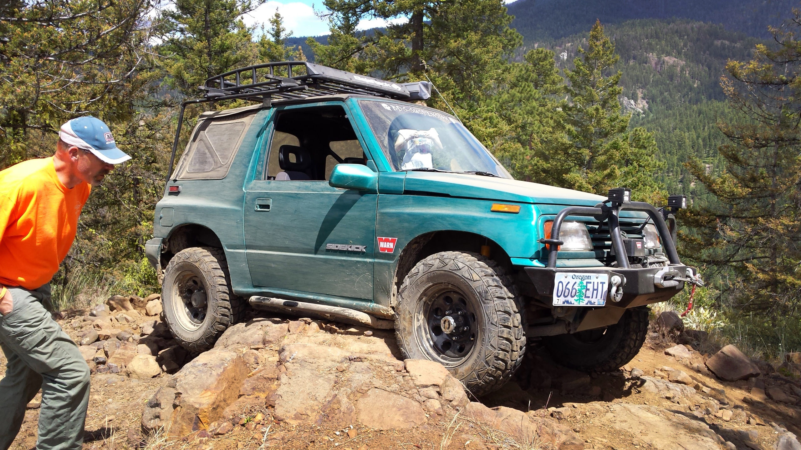Suzuki Sidekick with Trail Tough rock sliders