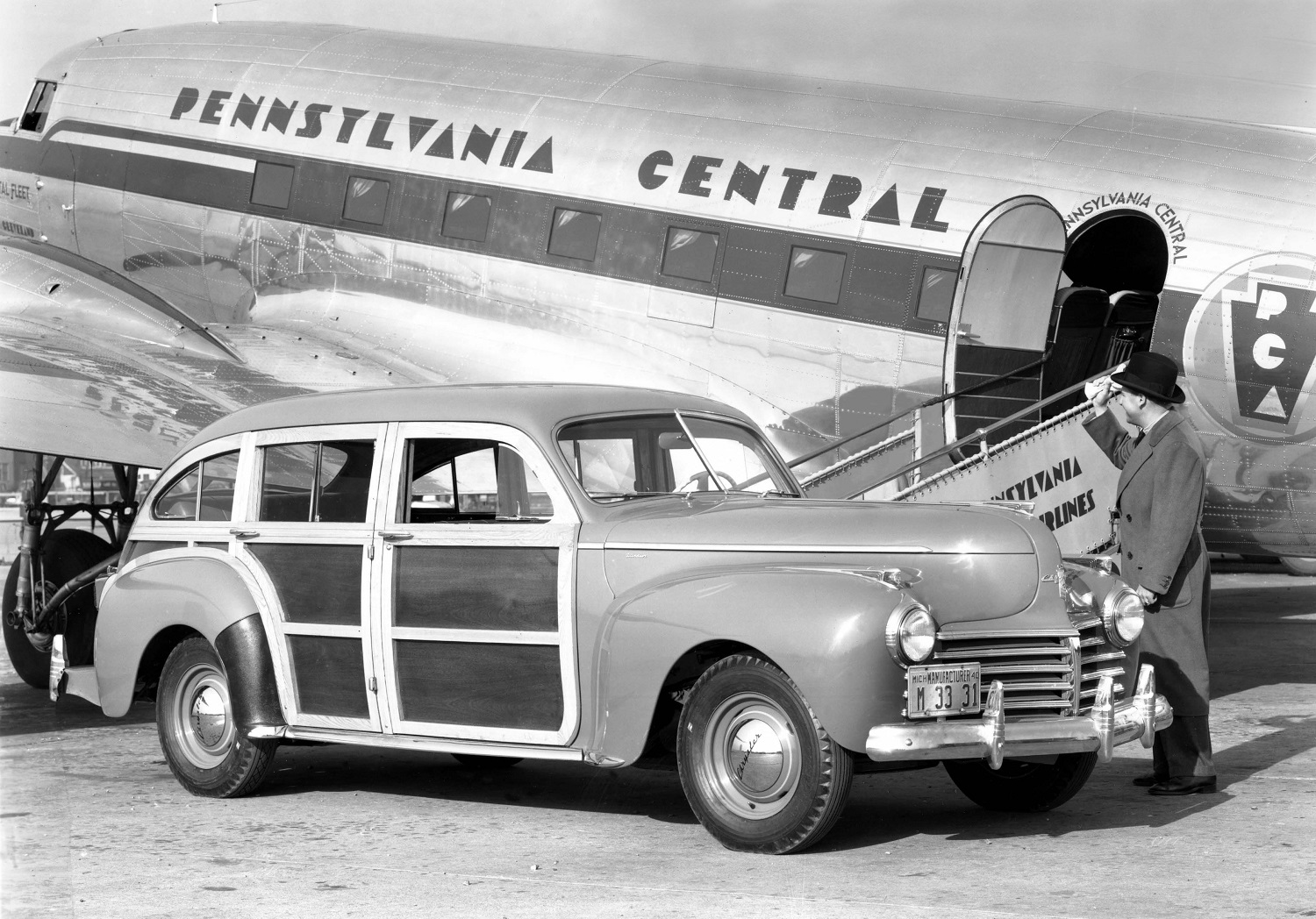 1941 Chrysler TownCountry C28 with plane
