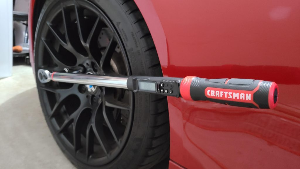 how to use a digital torque wrench