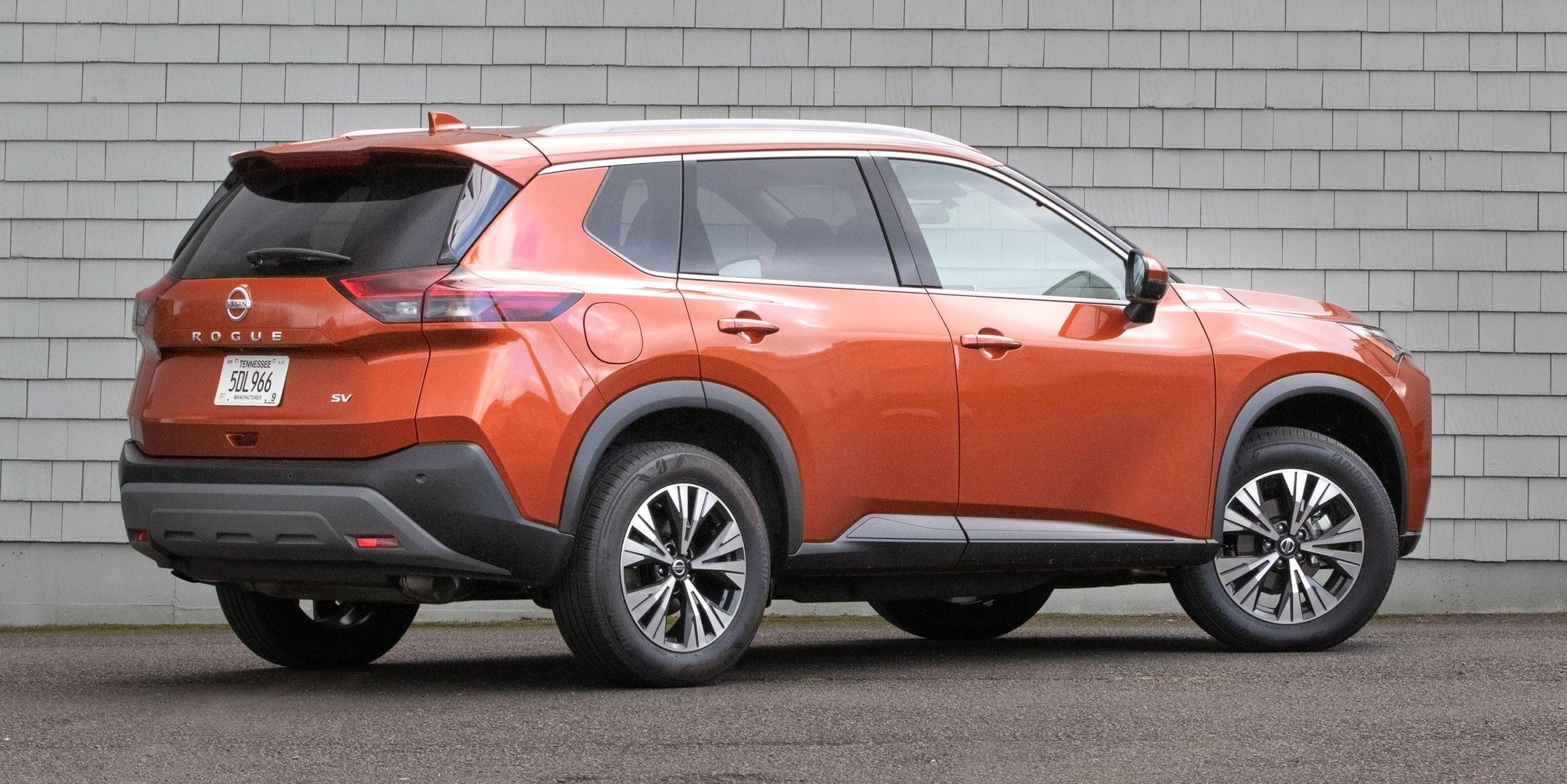 Nissan Rogue SV 2021 сзади