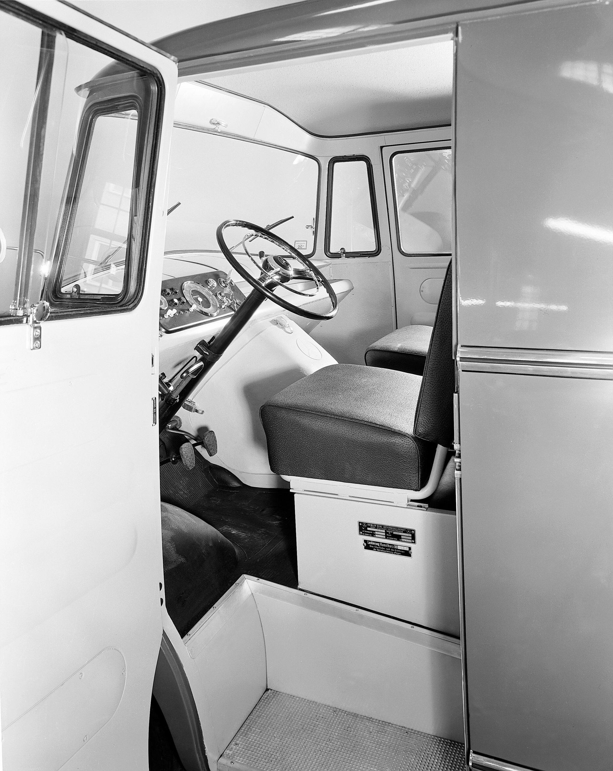 Mercedes-Benz L 319 / L 319 D panel van with conventional door