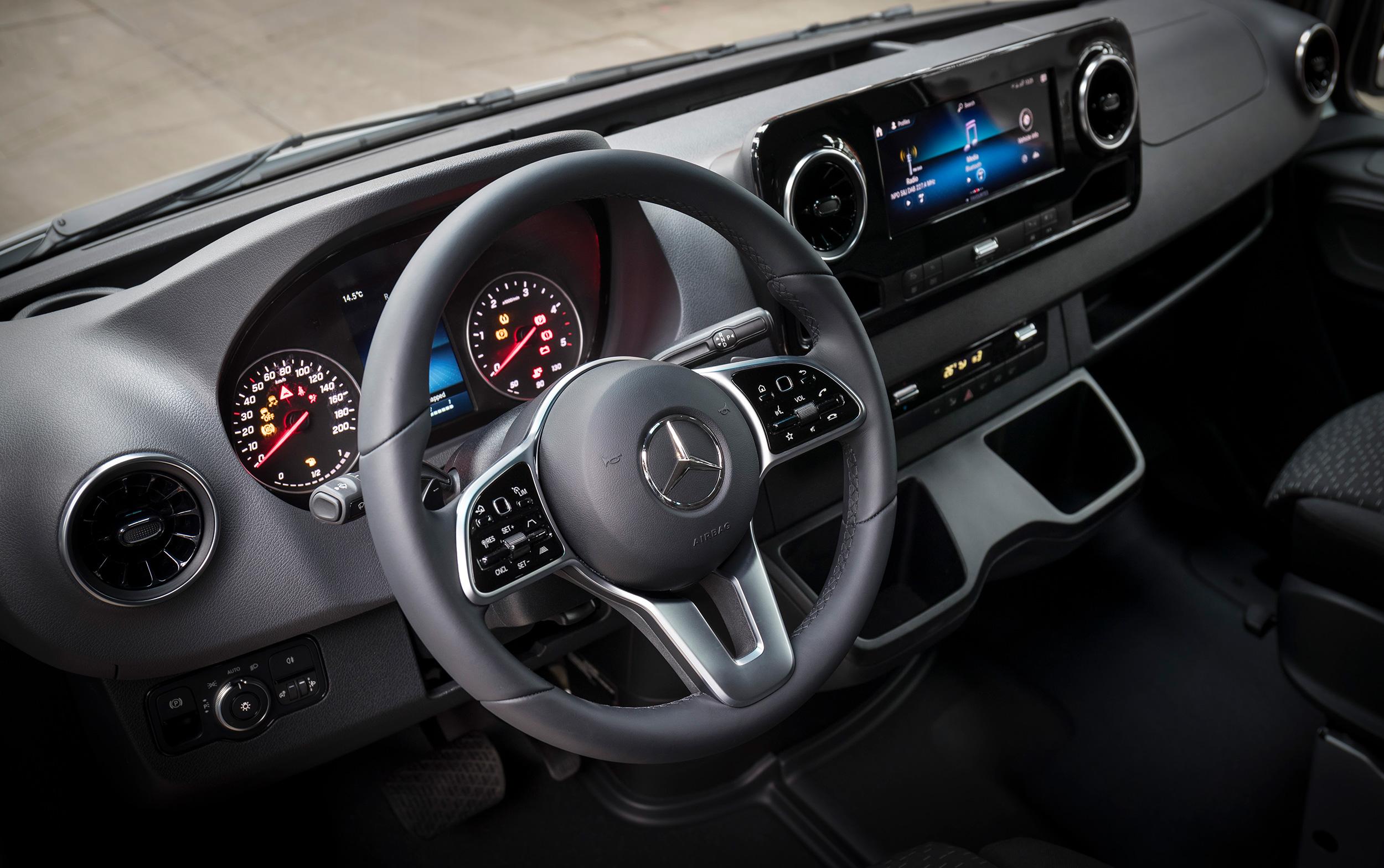 Mercedes Van Cockpit