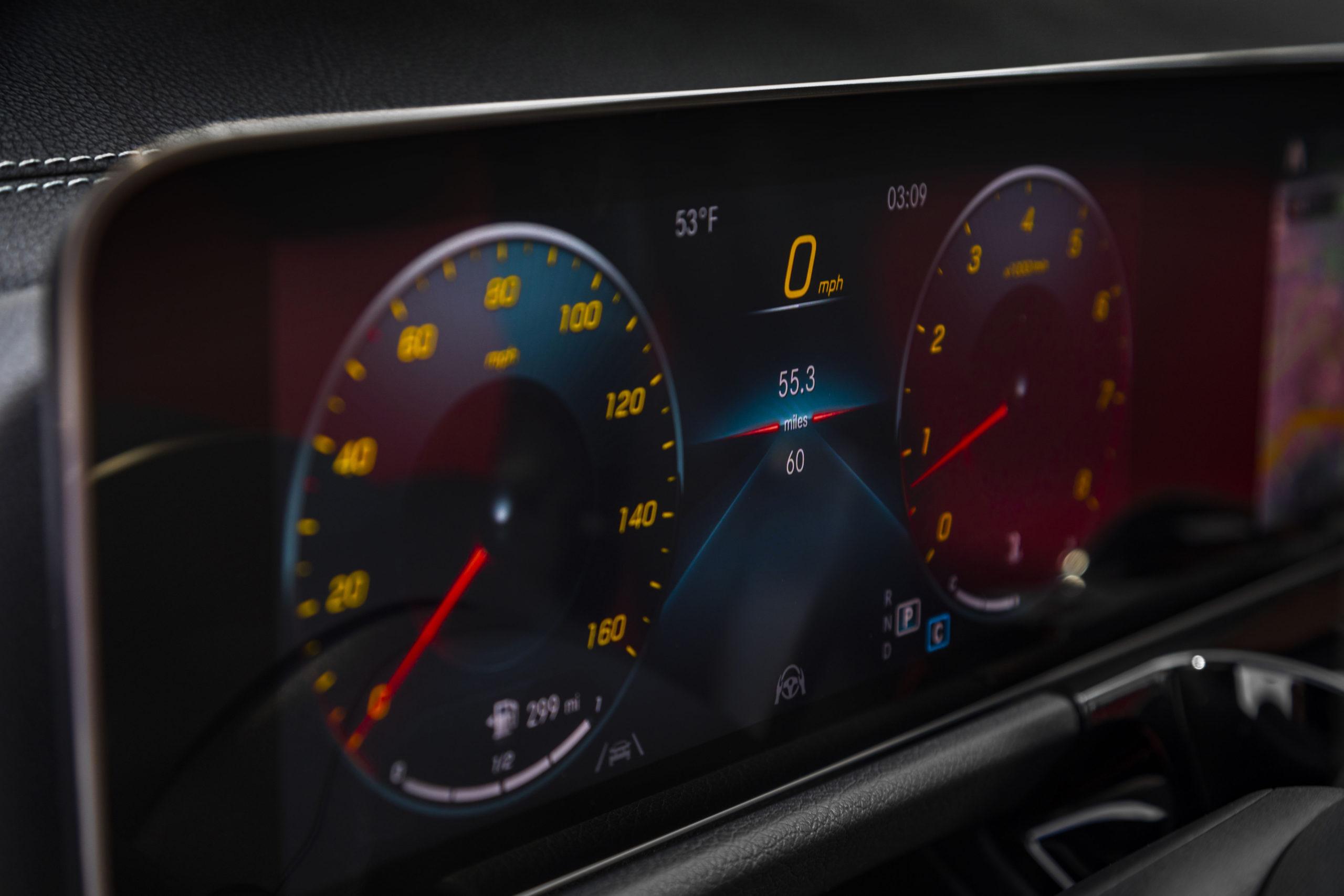 2021 Mercedes-Benz GLA 250 driver screen