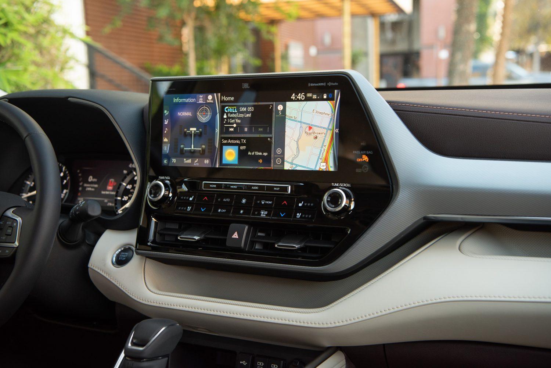 2021 Toyota Highlander Limited infotainment screen
