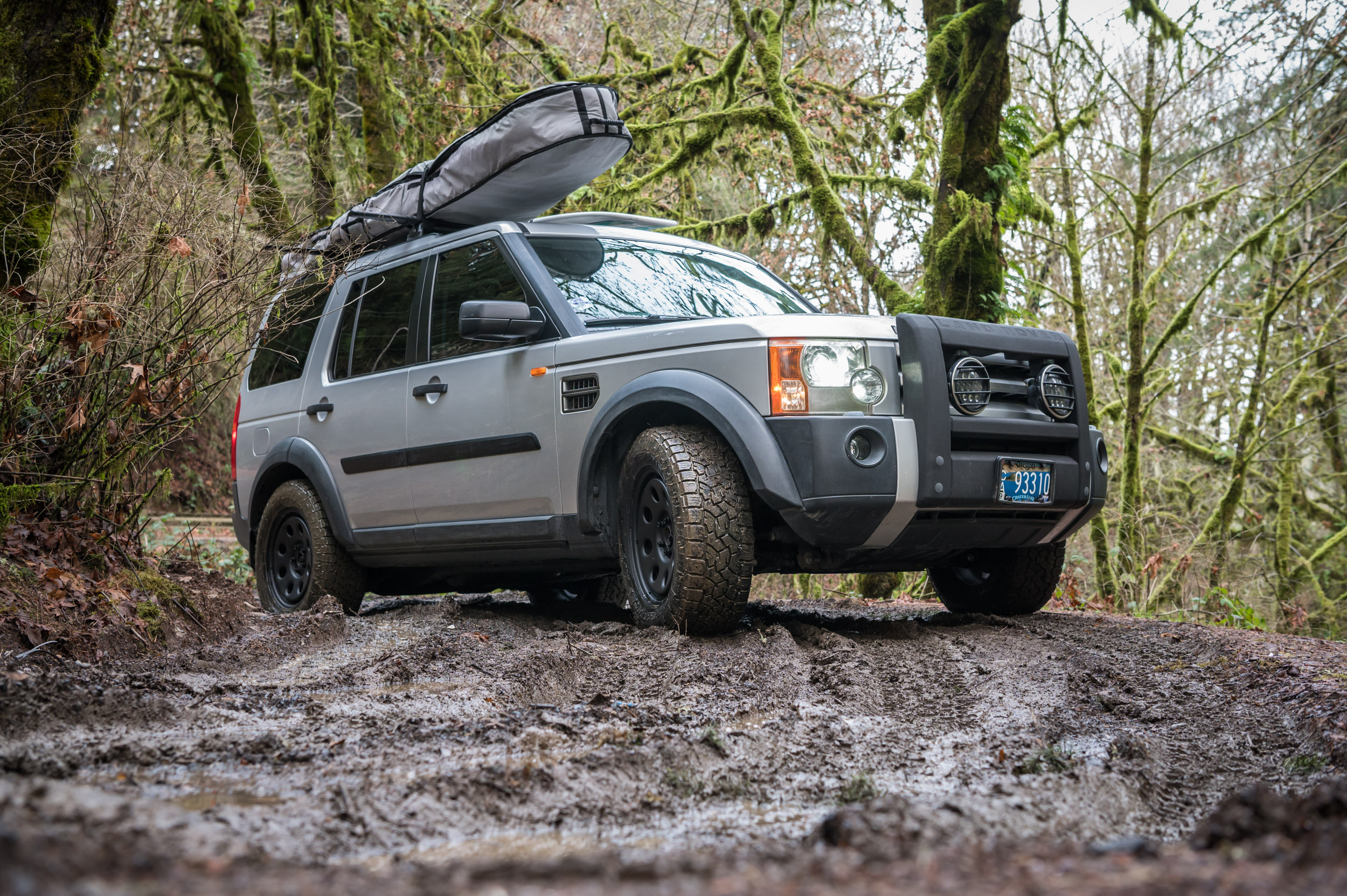 land rover lr3 in mud on toyo open country atiii tires