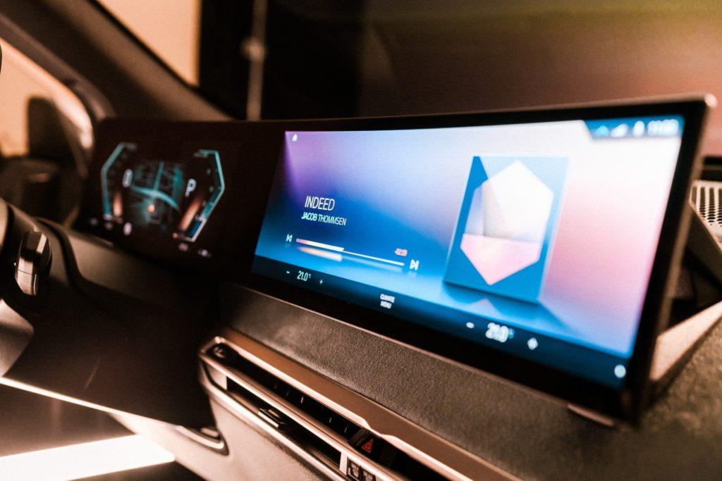 2021 BMW iDrive screen