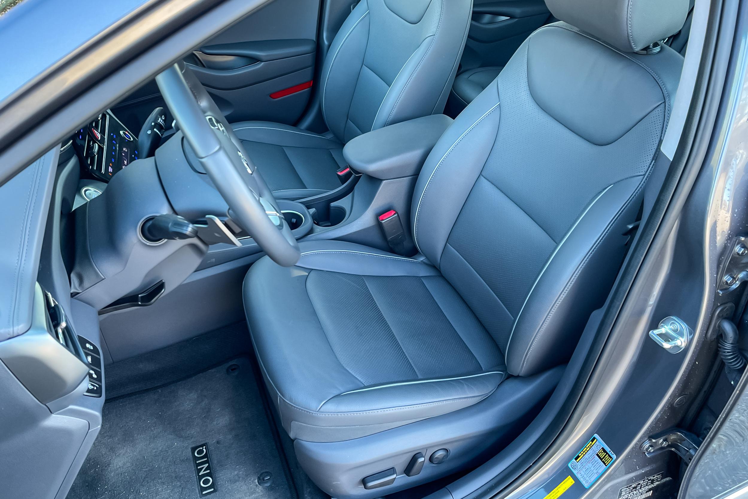 2021 Hyundai Ioniq PHEV Limited front seats