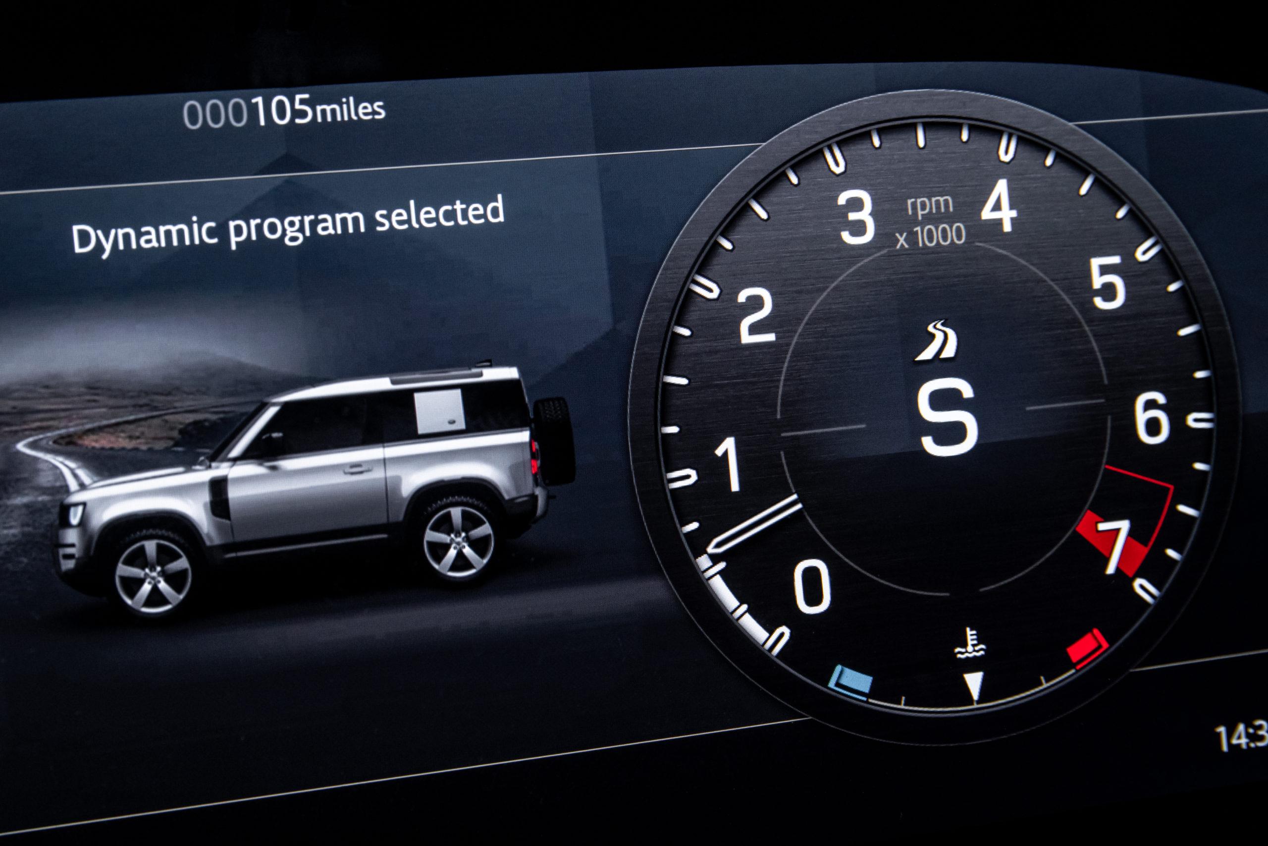 2022 Defender V8 Dynamic Program screen