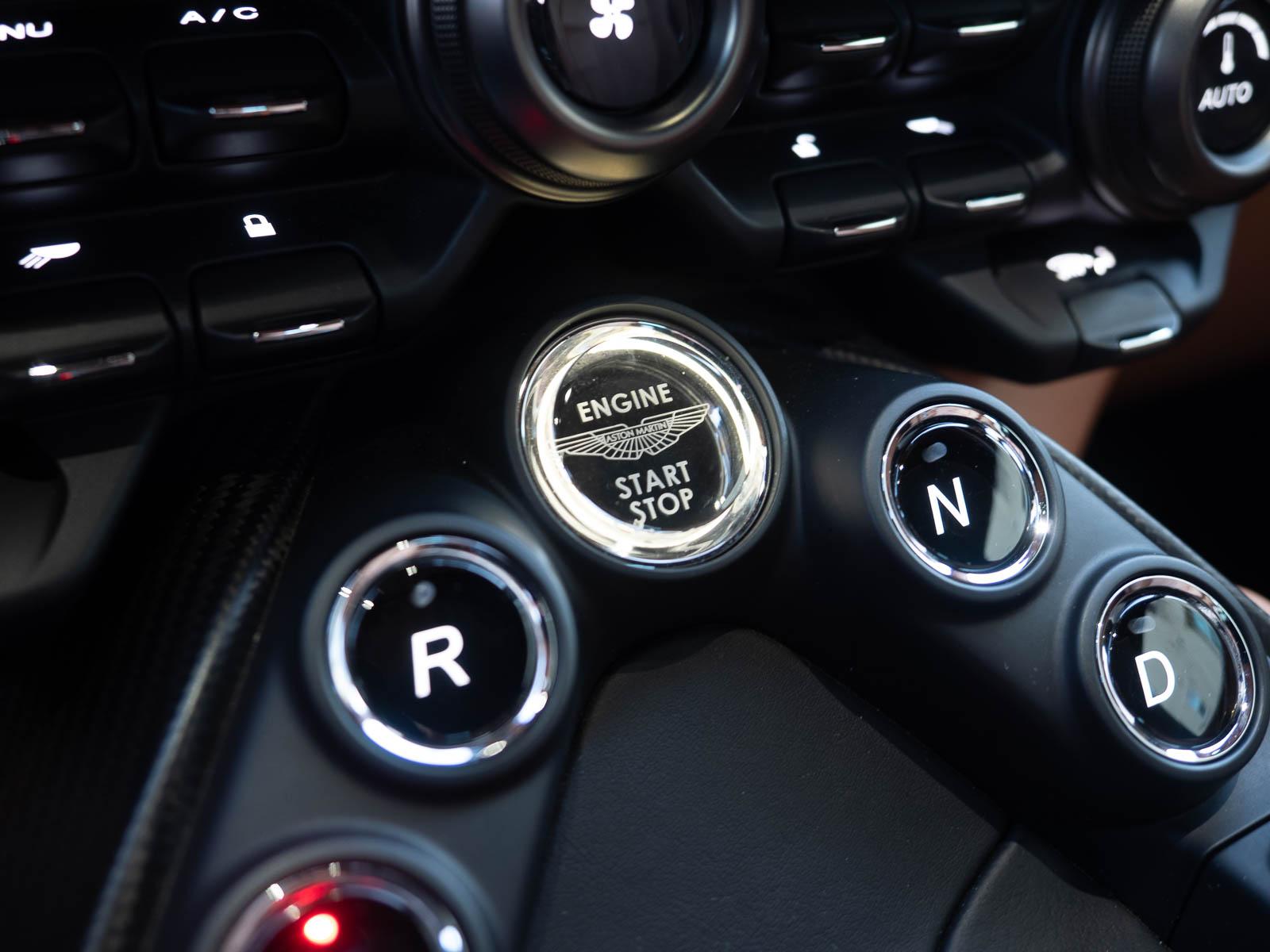 start-stop button, gear selector Aston Martin Vantage Roadster