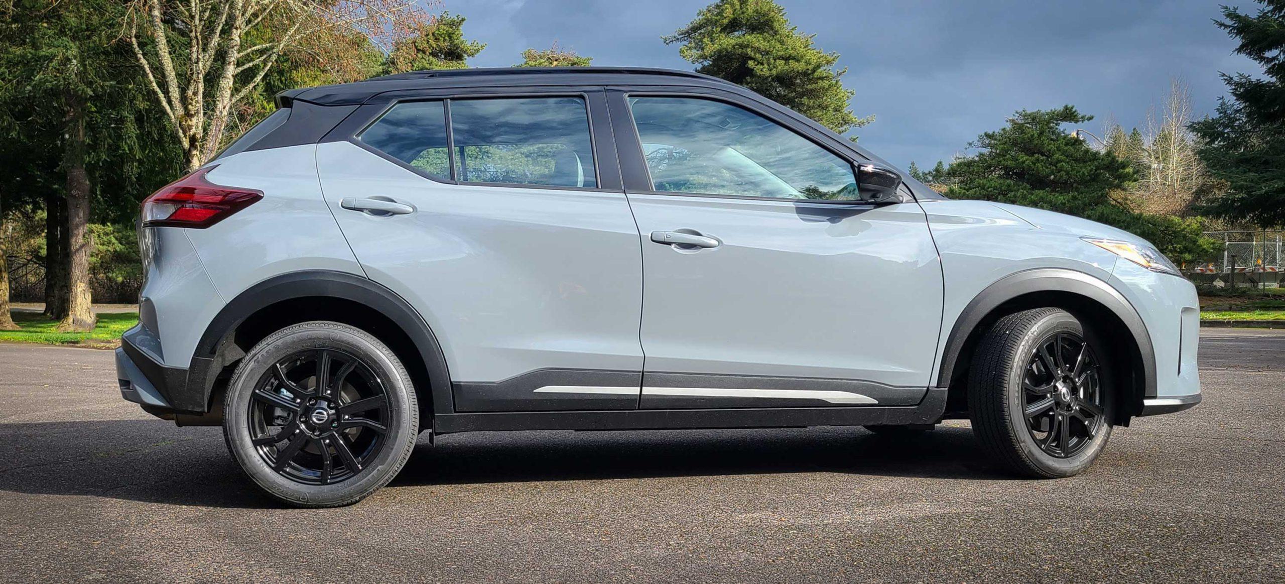 2021 Nissan Kicks SR side shot