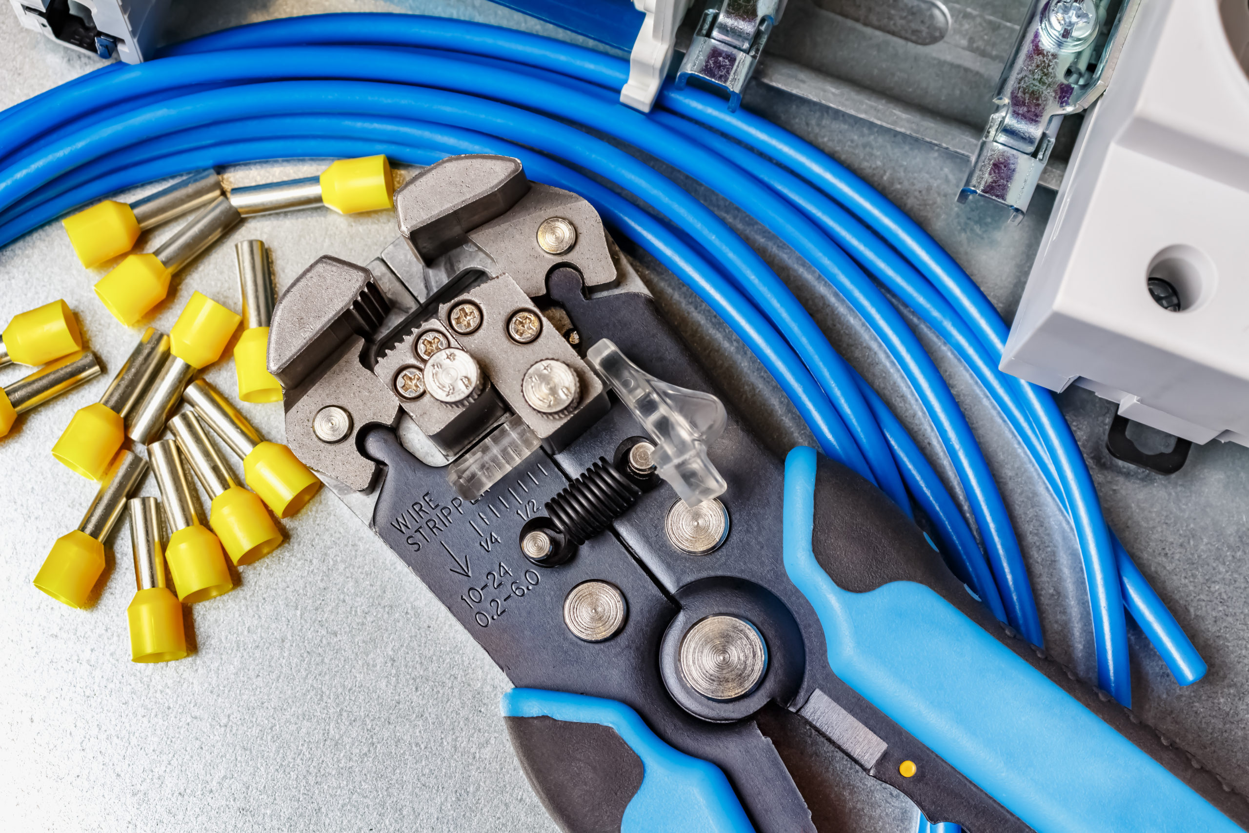 10 Best Wire Strippers [Buying Guide]