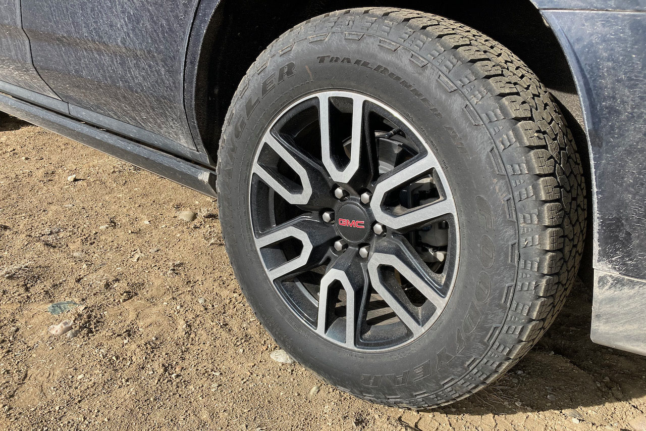 2021 GMC Yukon AT4 wheels and tires