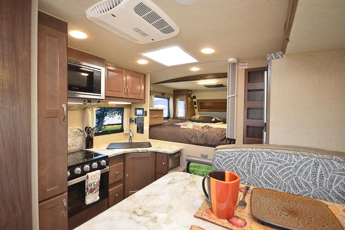 Best Truck Campers Arctic Fox 811: Interior