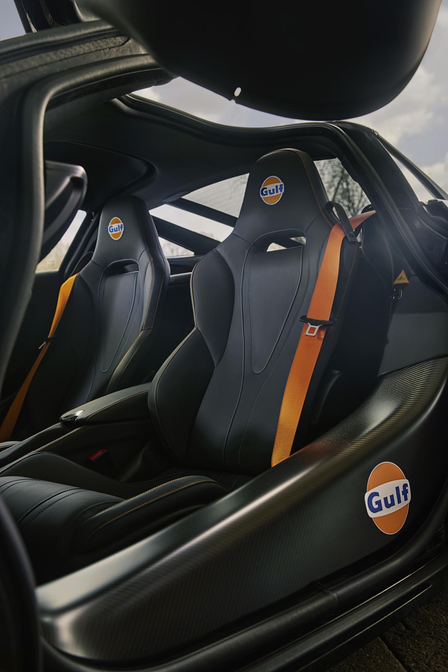 McLaren Gulf Livery 720S interior