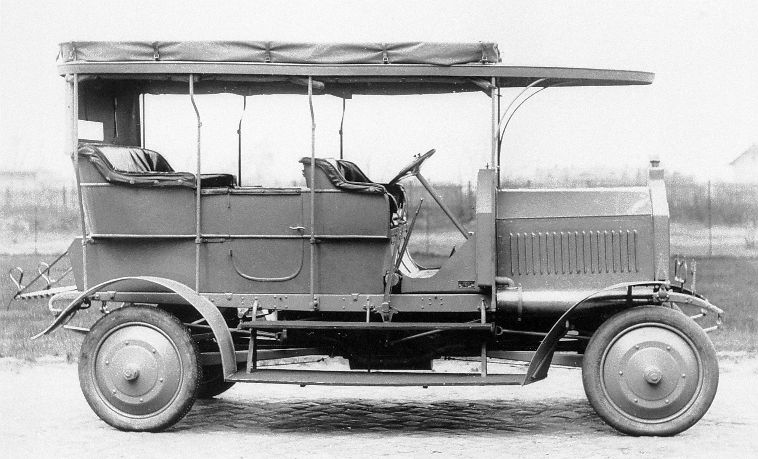 first four-wheel-drive 1907 Daimler Dernburg-Wagen