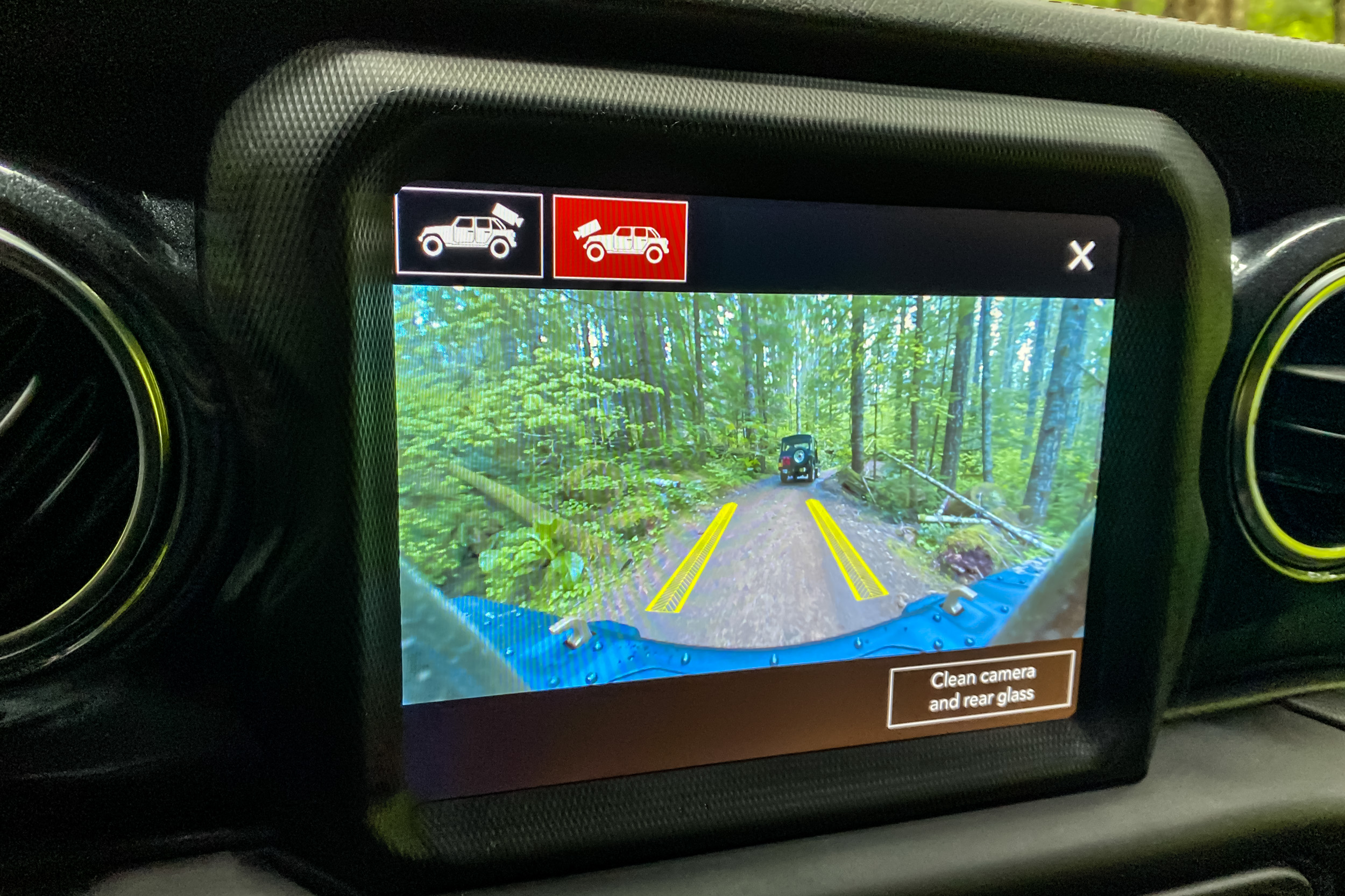 2021 Jeep Wrangler Rubicon 392 infotainment front camera view