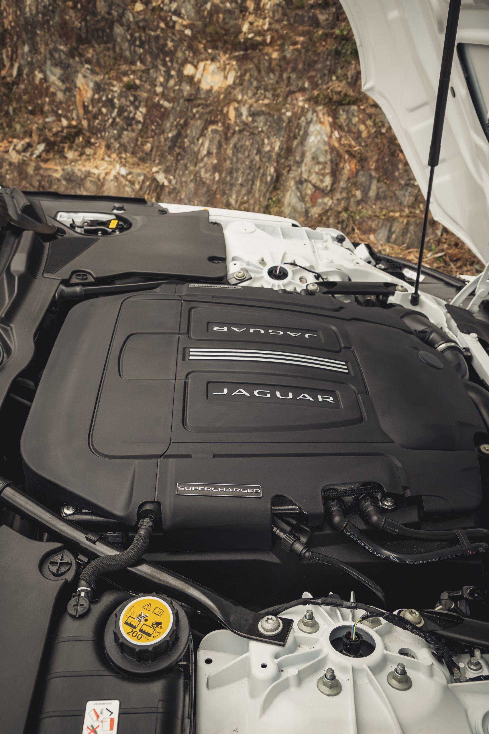 2022 Jaguar F-Type P450 V8 engine