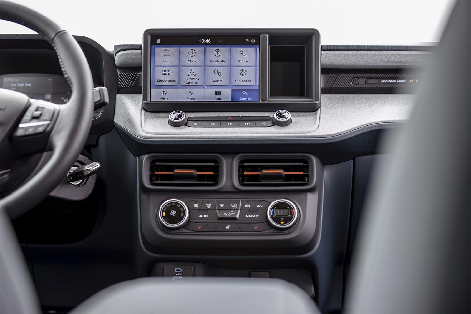 2022 Ford Maverick pickup interior