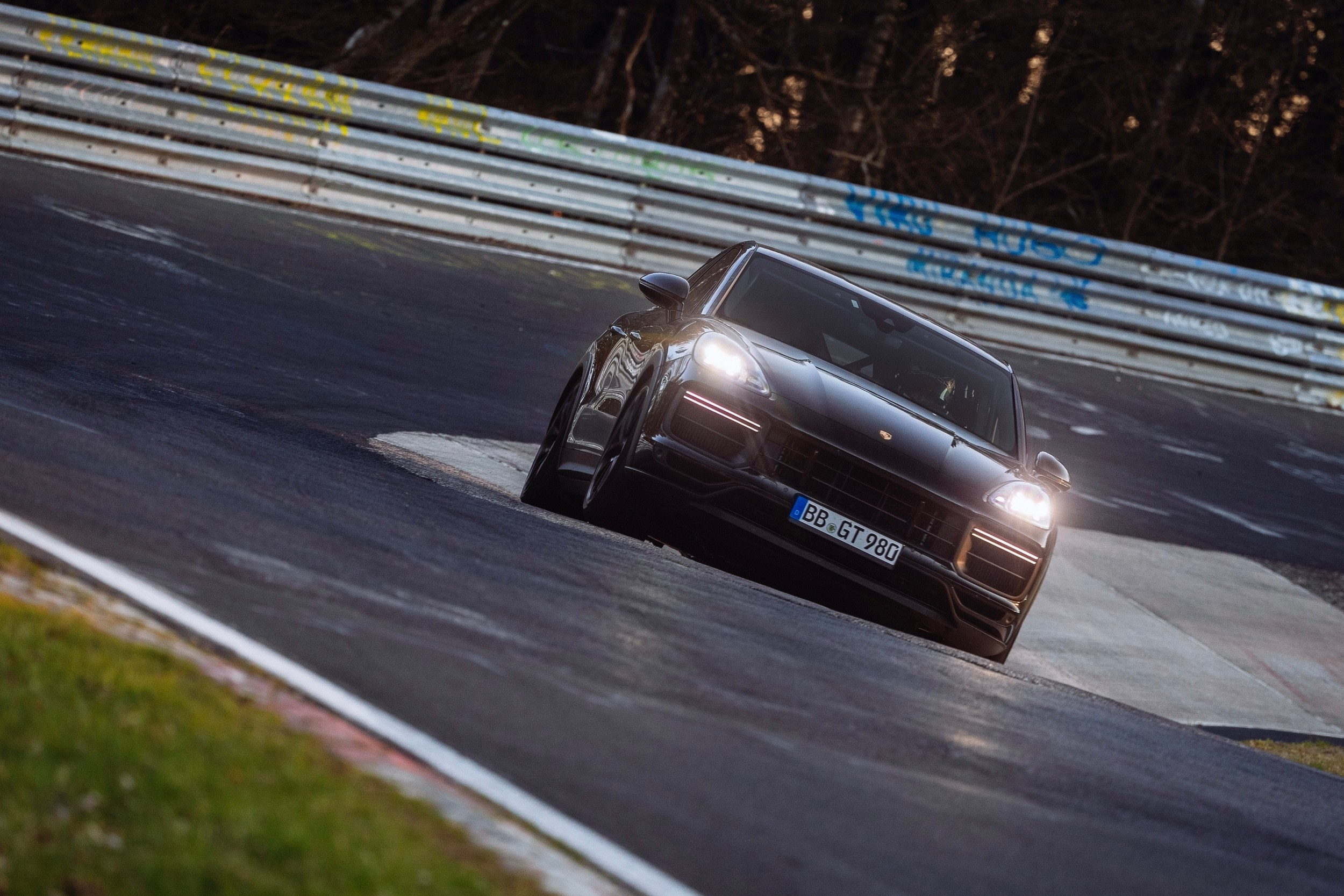 New Porsche Cayenne Nurburgring Lap Record
