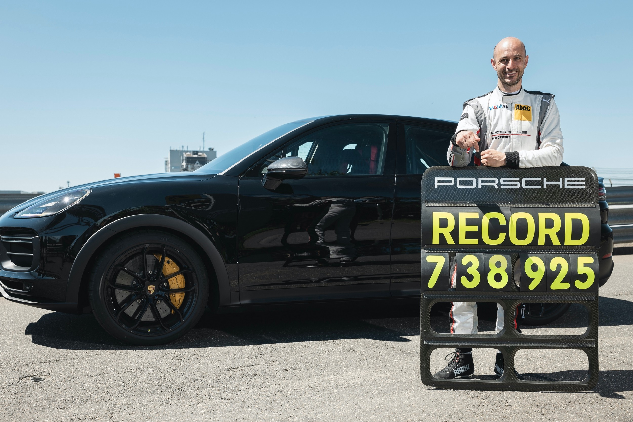 New Porsche Cayenne Crushes Italians in Record Nordschleife Lap