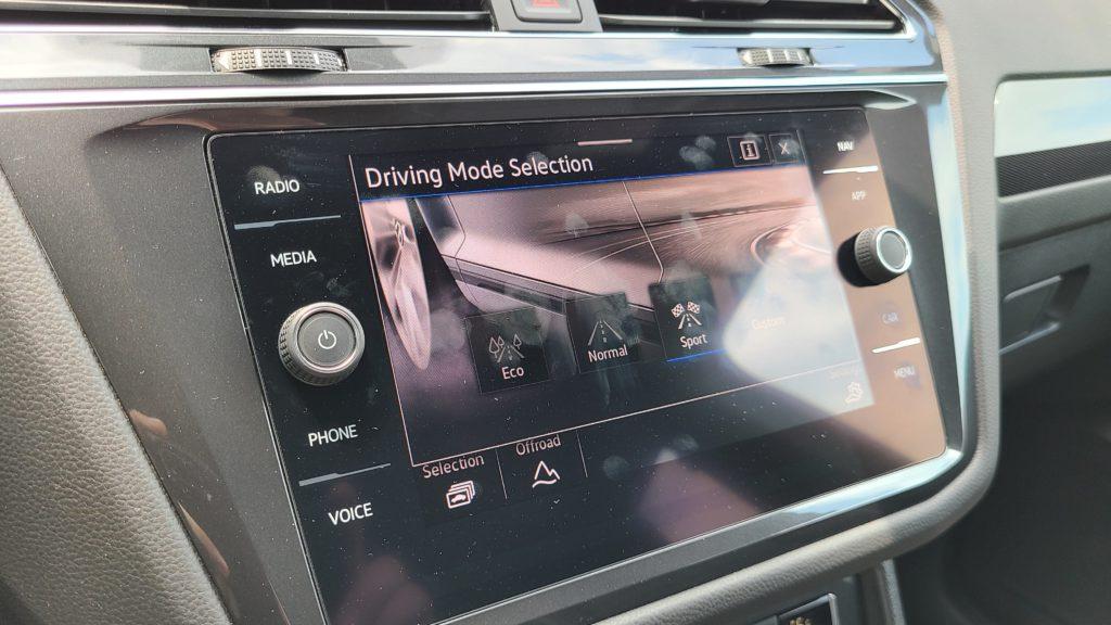 2021 Volkswagen Tiguan SEL Premium R-Line infotainment touchscreen