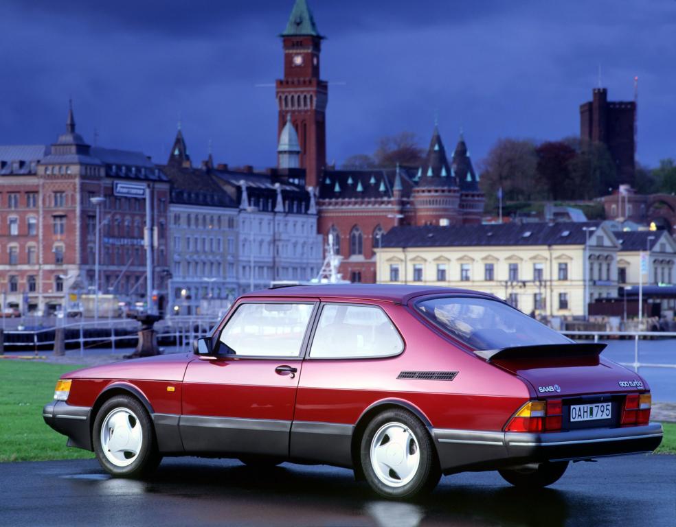 red Saab 900 Turbo - future classics