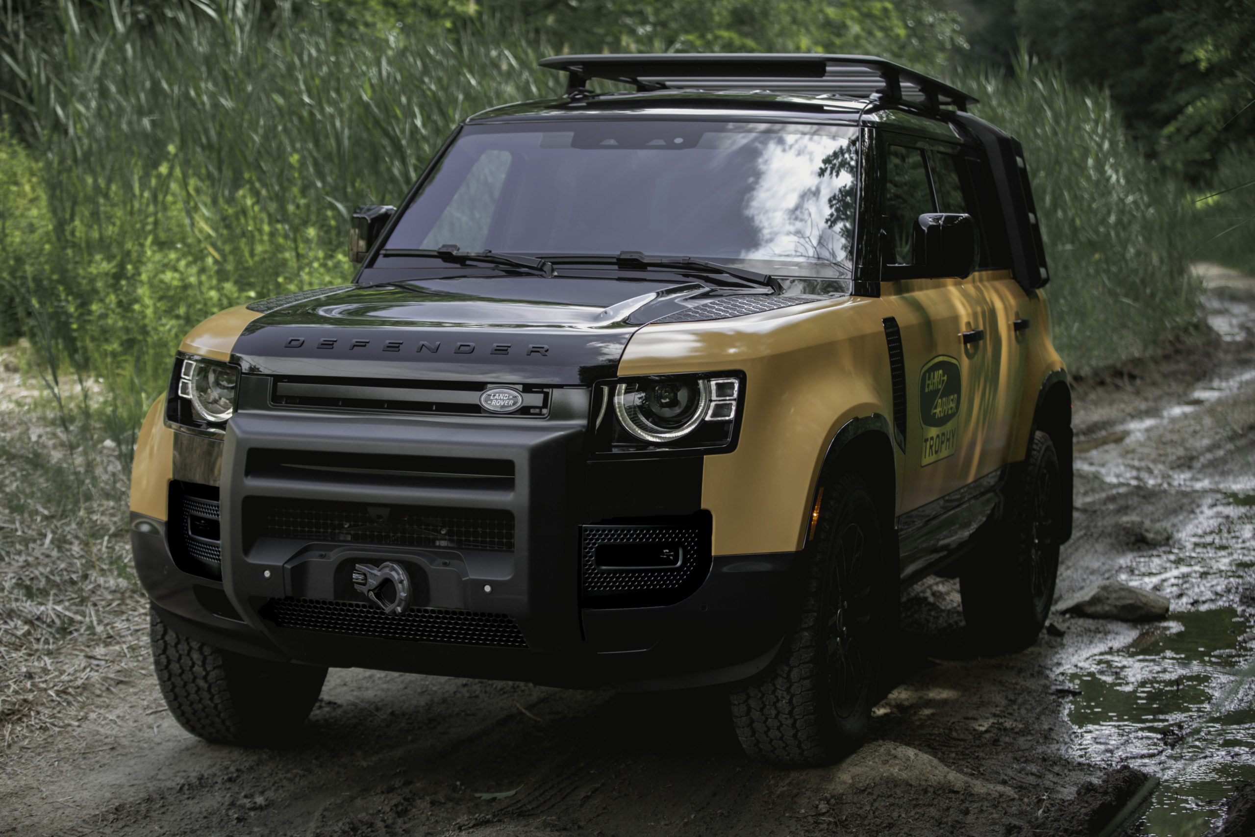 """Land Rover Announces Extremely Limited """"Trophy Edition"""" Defender"""
