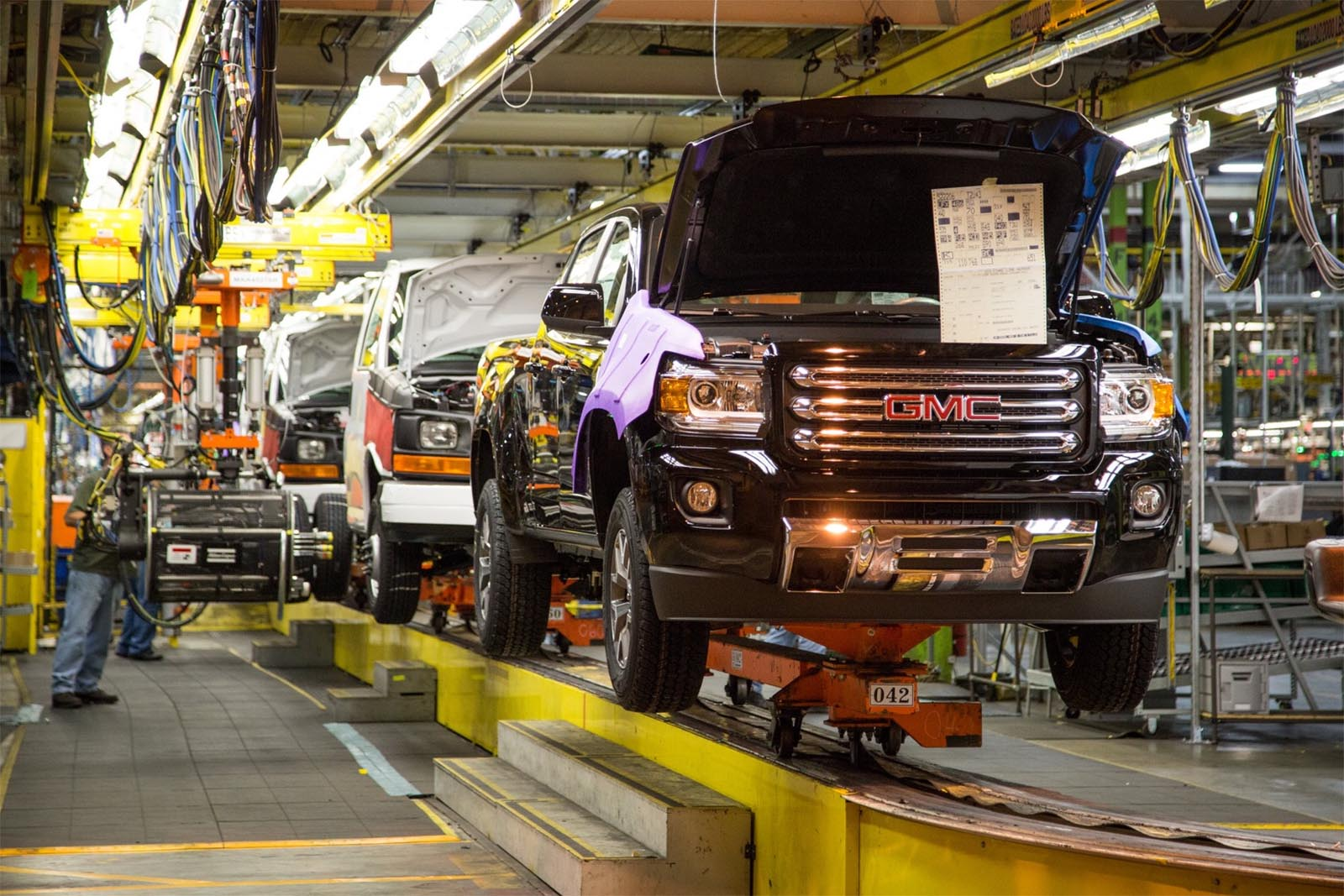 As COVID-19 Infections Soar, Auto Industry Clamps Down