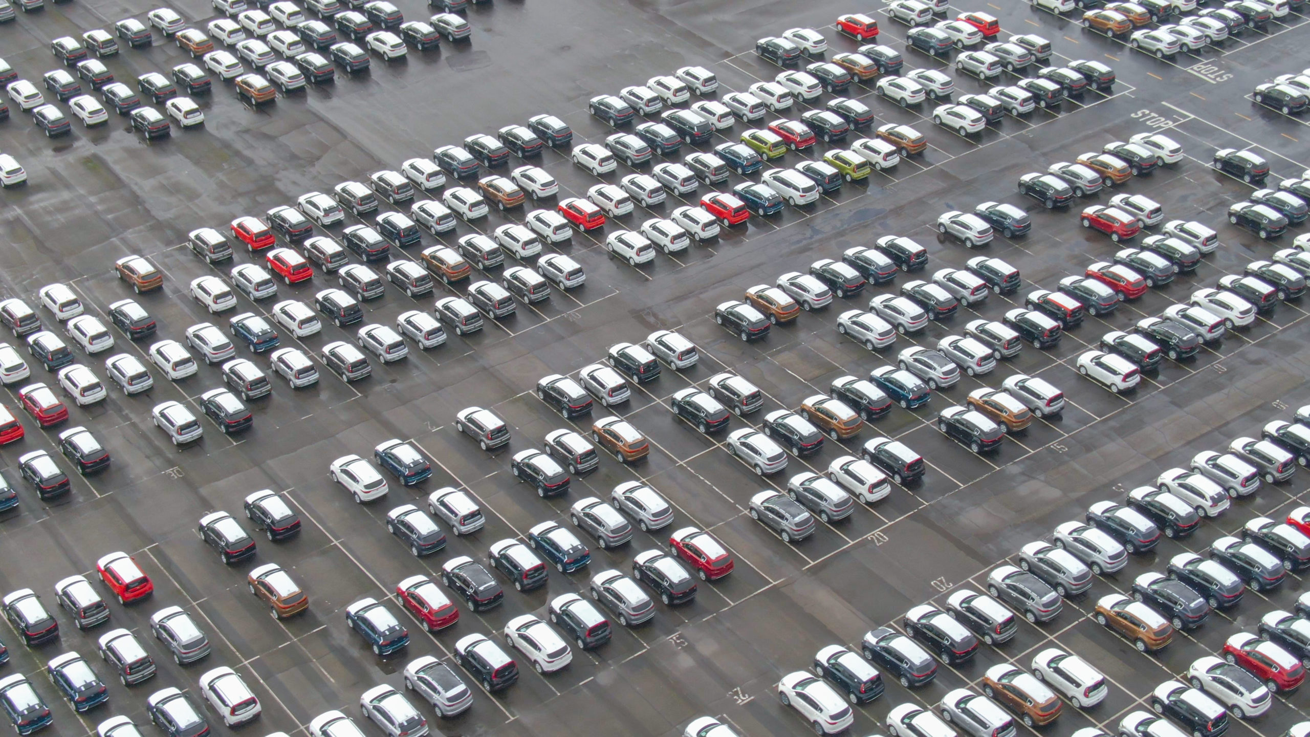 Many cars in large parking lot