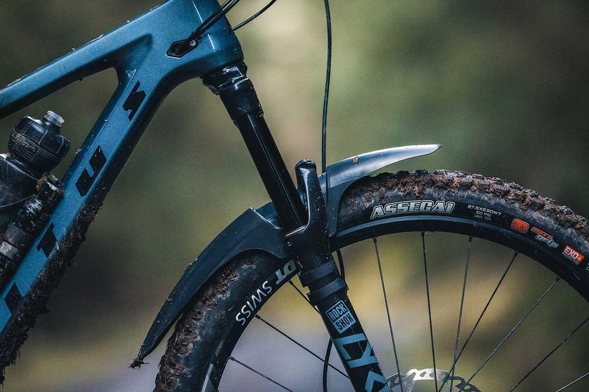 mudhugger evo review riding muddy trails scotland front mud guard fender test