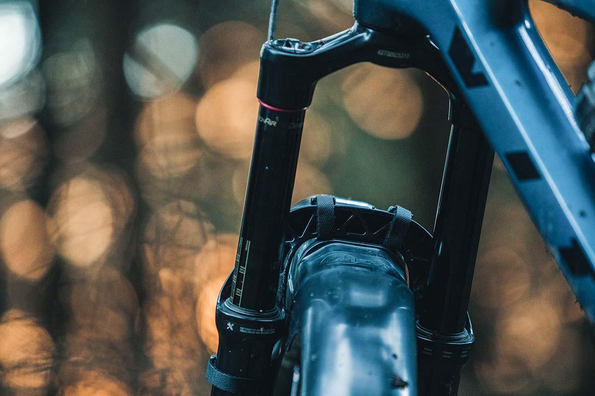 mudhugger evo velcro review crown straps rear view