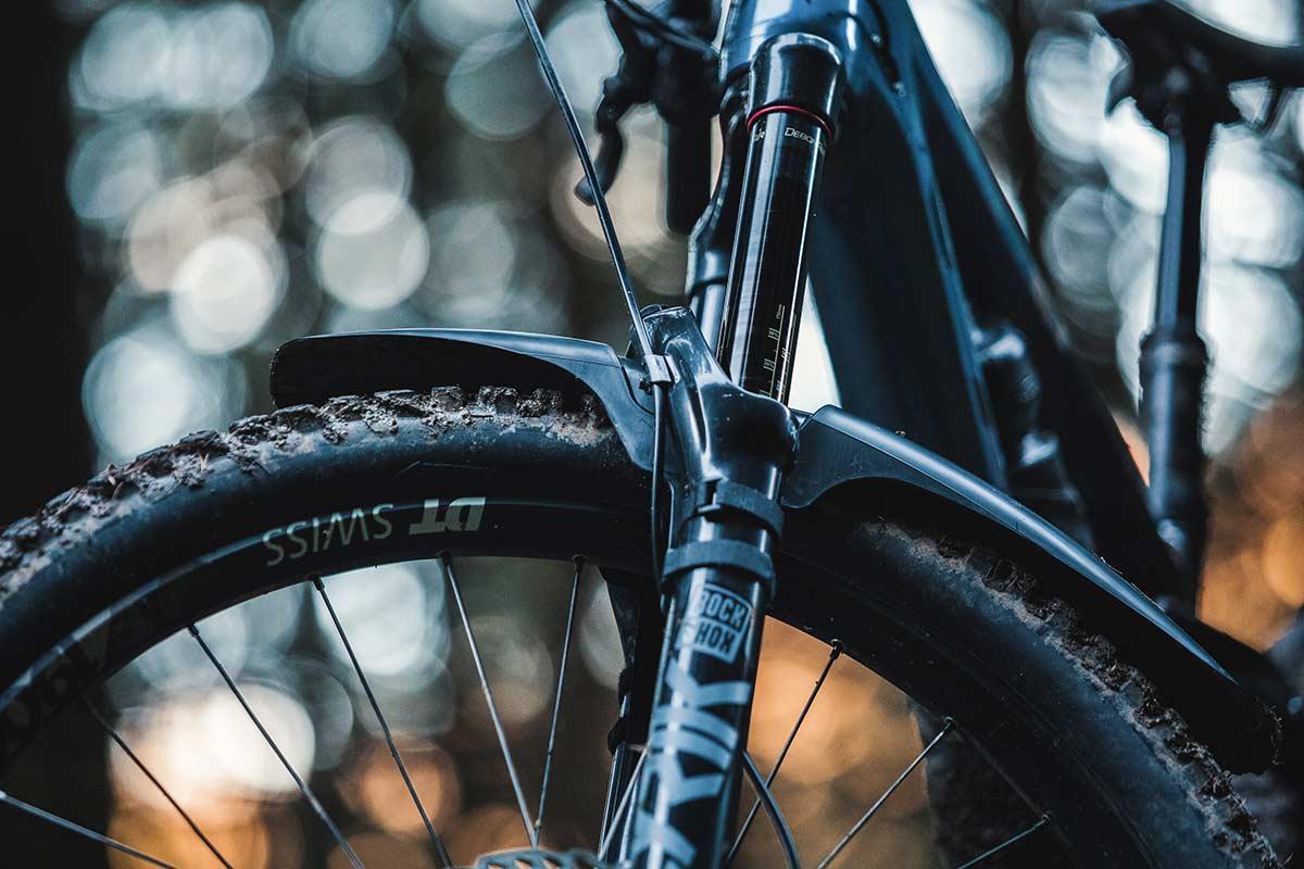 mudhugger evo velcro review lower fork leg straps side view